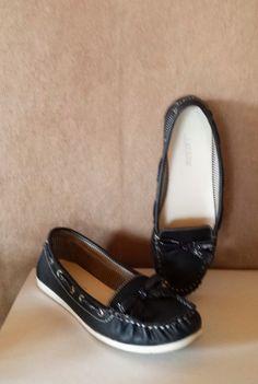 """Ariane Loafers marineblau  Die Schuhe sind noch so gut wie neu und kein bisschen """"ausgelatscht"""". :)  #ariane37 #ariane #ar..."""