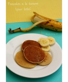 Pancakes à la banane (sans oeuf) - Amandine Cooking Here is a new recipe that baby will undoubtedly love (if he likes bananas, of course). It is a recipe that can be proposed as soon as he eats Baby Food Recipes, New Recipes, Cooking Recipes, Simple Recipes, Dinner Recipes, Banana Pancakes Without Eggs, Mini Pancakes, Cooking Eggplant, How To Cook Zucchini