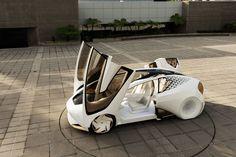 A Toyota revelou na CES 2017 um protótipo de carro-robô, uma projeção de sua visão de automóveis para 2030. Com design futurista e design aerodinâmico, o C