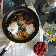 baked eggs brunch recipe Baked Eggs, Sunday Morning, Brunch Recipes, Vegetarian Recipes, Baking, Breakfast, Healthy, Ethnic Recipes, Food