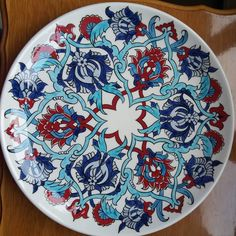 #çini #çinitabak #çiniboyama #çinisanatı #çinitahrir #tahrir #cini Pottery Painting Designs, Paint Designs, Ceramic Tile Art, Traditional Tile, Cup Art, Turkish Tiles, Blue Pottery, Handicraft, Carving