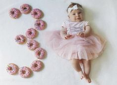 Milestone Pictures, Baby Pictures, Baby Photos, Baby Girl Photography, Photography Poses, Creative Baby Announcements, Foto Baby, Baby Milestones, Baby Month By Month