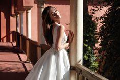 Vestito da sposa della collezione Higar Novias 2021 in vendita presso il negozio Boutique Velo #abitidasposa #vestitidasposa #abitisposa #abitidasposa2021 #vestitidasposa2021 #abitisposa2021 #boutiquevelo #negozioabitidasposa #abitidasposatreviso #abitidasposaveneto #higarnovias #higarnovias2021 #abitidasposainpizzo #abitidasposaprincipeschi #abitidasposasemplici White Dress, Dresses, Fashion, Veils, Boyfriends, Vestidos, Moda, Fashion Styles, The Dress