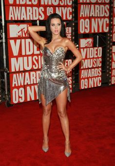 Pin for Later: See Katy Perry in Various States of Undress  She posed at the September 2009 MTV Music Awards at NYC's Radio City Music Hall.