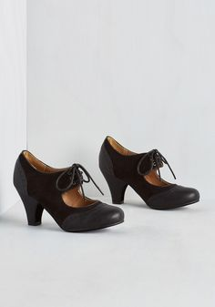 It's a Sure Fete Heel in Black. From birthday bashes to casual dates, you better believe these vegan faux-leather heels are a reliably stylish pair to wear! 1950s Fashion Shoes, 1920s Shoes, Women's Fashion, Vintage Style Shoes, Vintage Heels, Retro Vintage, Black Pumps Heels, Black Shoes, Shoes Heels