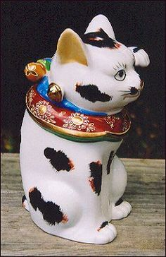 """Found a box of kittens...got this thrown in with the deal.   est. $400 A Seto-style Kutani Maneki Neko jar (the head comes off).  A beautiful porcelain tricolor cat with moriage decoration.  Underneath a sticker reads """"Neiman Marcus / JAPAN"""".  8 1/4"""" (21 cm) tall.  An """"ears turned sideways""""-style kitty. From mid-century..."""