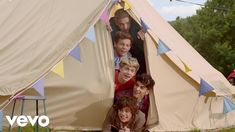 One Direction - Live While We're Young (Official 4K Video)