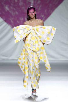 Agatha Ruiz de la Prada Ready-to-Wear Spring-summer 2014 Quirky Fashion, Fashion Now, Net Fashion, Beautiful Evening Gowns, Beautiful Dresses, Little Presents, Crazy Outfits, Fashion Figures, Glamour