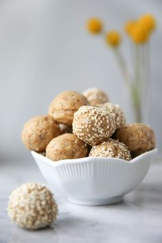 I love tahini and I love energy balls. So why in the hell have I not put the two things together? Well today changes all of that. And for the first time Pasta Cake, Energy Balls, Gluten Free Cooking, Tahini, Collagen, Cookies Et Biscuits, A Food, Food Processor Recipes, Sweet Tooth
