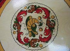 Птица на белом фоне .Бо́рецкая роспись — русский народный художественный промысел, роспись по дереву. Существует с XVIII века.