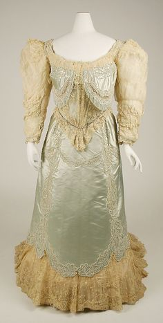 Haute Couture Charles Frederick Worth evening dress gown circa from French 1890. Made from silk, lace and tulle with beaded flower floral pattern embroidery, embroidered with glass beads, stone, simulated pearls, sequins pailette and rhinestones. #HauteCouture #Fashion House of Worth.