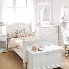 pretty in white small bedroom. Girls Bedroom Sets, Small Room Bedroom, Trendy Bedroom, Home Bedroom, Kids Bedroom, Bedroom Decor, Bedroom Closet Design, Girl Bedroom Designs, Home Room Design