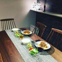 最近インスタグラムでもよくみかける、おしゃれな北欧食器アラビア(Arabia)の「パラティッシ(Paratiisi)」シリーズ。今回は最初の一枚に選びやすい定番の「ブラックパラティッシプレート」を使ったテーブルコーディネートをご紹介します。 Miscellaneous Goods, Food Photo, Food Styling, Dinnerware, Table Settings, Food And Drink, My Favorite Things, Cooking, Tableware