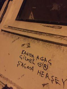 Şiir Gökyüzünde Wall Quotes, Book Quotes, Dorm Canvas Art, Graffiti Quotes, Wall Writing, Wall Paper Phone, Fake Photo, Cool Walls, Quotations