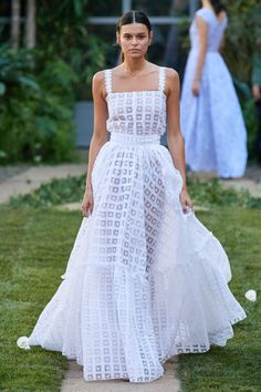 Get inspired and discover Luisa Beccaria trunkshow! Shop the latest Luisa Beccaria collection at Moda Operandi. Luisa Beccaria, Runway Fashion, Spring Fashion, Fashion Show, Milan Fashion, Fashion Fashion, Fashion Weeks, Bridal Fashion Week, Tokyo Fashion