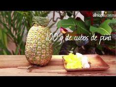 Smoothie tropical  Licuado cremoso de coco, mango y piña con un toque de plátano. Si lo deseas, agrega un poco de hielo triturado antes de licuar.