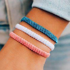 Homemade Bracelets, Diy Bracelets Easy, Summer Bracelets, Cute Bracelets, Bracelet Crafts, Ankle Bracelets, Charm Bracelets, Diy Bracelets With String, Woven Bracelets