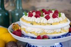 Tårta med passionsfrukt Fika, Smoothies, Raspberry, Cheesecake, Fruit, Cooking, Sweet, Desserts, Milkshakes