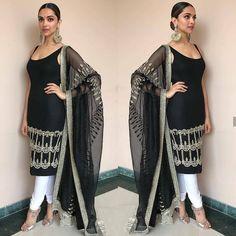 Photo: Deepika Padukone looks drop-dead gorgeous as she attends Padmavati trailer launch Western Dresses, Indian Dresses, Indian Outfits, Pakistani Outfits, Indian Clothes, Indian Attire, Indian Wear, Deepika Padukone Style, Indian Celebrities