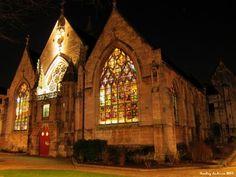 Église saint Vivien place st Vivien derrière les jardins de l'hôtel de ville, de nuit.