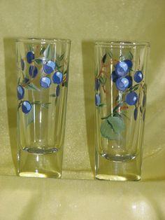 Pair of shot glasses with hand painted berries por StrokesOfPanache