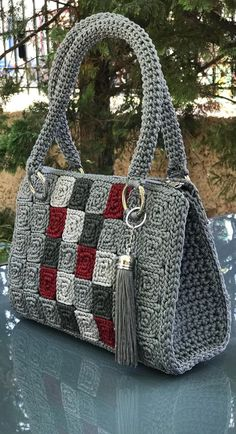 60 Daily Useful and Cool Crochet Bag Pattern Ideas - Page 17 of 60 - Beauty Crochet Patterns! 60 Daily Useful and Cool Crochet Bag Pattern Ideas Part 17 pattern Free Crochet Bag, Crochet Tote, Crochet Handbags, Crochet Purses, Crochet Crafts, Crochet Stitches, Crochet Projects, Knit Crochet, Diy Crafts