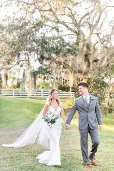 Outdoor Florida wedding: Photography: Amalie Orrange Photography - amalieorrangephotography.com   Read More on SMP: http://www.stylemepretty.com/2017/02/28/we-should-all-follow-this-brides-simple-wedding-planning-advice/