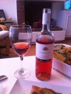 Maridamos con un rosado de Fattoria di Fubbiano, un sangiovese de Lucca estos rigatoni al Ragù de carne