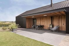 House Extension Hertme: A New Volume and A Roof Made of A Profiled Steel Sheet Farmhouse Architecture, Garden Architecture, Garage Guest House, Steel Barns, Wood Facade, Riverside House, Modern Barn House, Barn Living, House Extensions