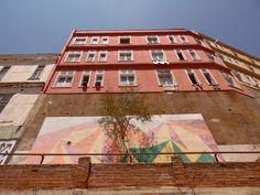 Arte mural, montaña mural y su respectiva flora, Valparaíso, Chile