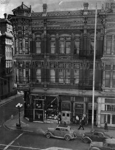 (1935)^ - View of the west side of North Main Street at Market. The old U. S. Hotel stands on the corner. Pedestrians and cars pass by.