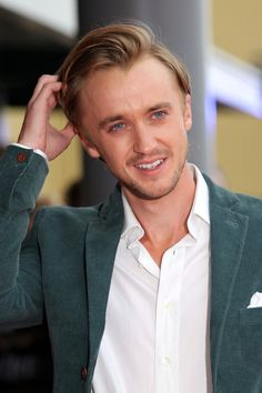 Tom Felton Photos - Tom Felton at the red carpet arrivals for the Grand Opening of the WB Studios the Making Of Harry Potter Tour, Warner Brothers Studios, Leavesdon, UK. - Rupert Grint at the Making of Harry Potter Tour La Saga Harry Potter, Harry Potter Tour, Making Of Harry Potter, Harry Potter Actors, Draco Malfoy Imagines, Draco And Hermione, Harry Potter Draco Malfoy, Dramione, Drarry