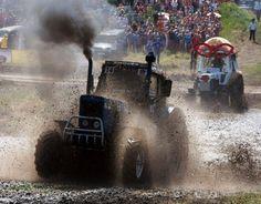 Гонки на тракторах - Tractor race