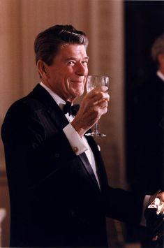 president reagan | C2746-10A,President Reagan toasting Australian Prime Minister Malcolm ...