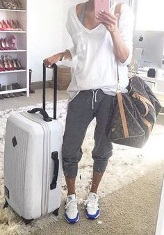 this comfy outfit is perfect for traveling!