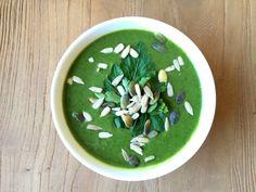 Roos deelt haar recept voor Groene Hulp Soep: een gezond en makkelijke soep met spinazie en groene erwten. Binnen 15 minuten op tafel! Dit kan iedereen!