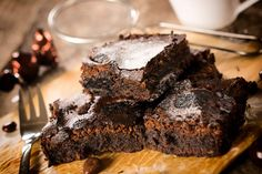 Avocado and chocolate: The combination you wish you'd known about earlier! Avocado Brownies! #avocado #AvoSeedo #avocadolove #avocadolover #avocadoaddict #avocadobeauty #perfectavocado #avocadoforlife #avocadoislife #avocadocrazy #avocadoheave #avocadoplant #avocadofood #avocadotoast #avocadosandwich #avocadosalad #guac #guacamole #avocadoguacamole #avoguac #avocadosmoothie #avocadodrink #avodrink #avosmoothie #avocadoking #avocadobreakfast #avocadosnack #avocadodessert #dessert Best Brownie Recipe, Brownie Recipes, Cookie Recipes, Dessert Recipes, Diet Recipes, No Bake Brownies, Best Brownies, Diabetic Desserts, Easy Desserts