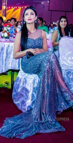 Shruti Haasan in a shimmering silver Falguni and Shane Peacock gown at SIIMA Awards 2013 Sonakshi Sinha Saree, Sonam Kapoor, Priyanka Chopra, Deepika Padukone, Most Beautiful Hollywood Actress, Most Beautiful Indian Actress, Beautiful Actresses, Beautiful Heroine, Beautiful Ladies