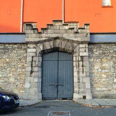 Metal Door bricks