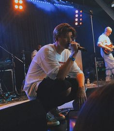 ruel performing at today! i can't believe this was the last aus show i swear that went by way too fast! the american… Pretty Boy Swag, Pretty Boys, Cute White Boys, Boyfriend Goals, My Heart Is Breaking, Beautiful Boys, Beautiful Pictures, Favorite Person, Boys Who