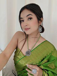 Saree Draping Styles, Saree Styles, Indian Look, Indian Style, Indian Fashion, Boho Fashion, Fashion Outfits, Lehenga Choli, Sarees