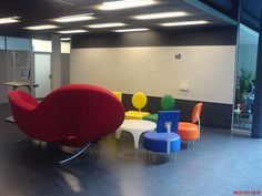 Open Design Space at EPFL Recopilación de oficinas curiosas