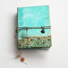 Blank sketchbook, one of a kind book, artist book, white notebook, Watercolour Sketchbook. Country style. 14x11 cm. de SevenMemoriesBookArt en Etsy