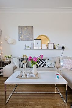 Find your favorite Minimalist living room photos here. Browse through images of inspiring Minimalist living room ideas to create your perfect home. Rugs In Living Room, Interior Design Living Room, Home And Living, Living Room Decor, Living Spaces, Cozy Living, Room Rugs, Small Living, Modern Living