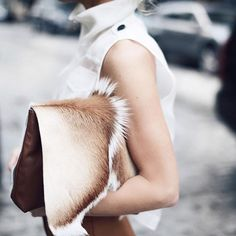 Date: 09-10-2016 Note: Beautiful cowhide clutch. Perfect to use it during the day and a perfect accessory that can be matched with any outfit.