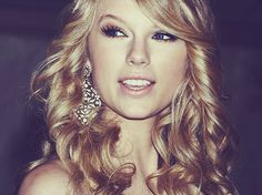 I love everything about Taylor Swift's hair, skin & make up. She's just just a natural beauty.