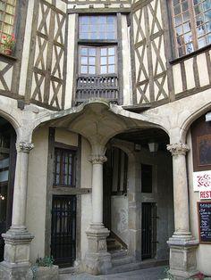 Limoges (87) – La cour du Temple (XVIIe)