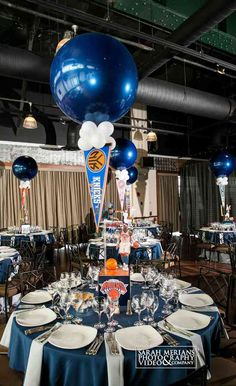 Baseball Themed Centerpiece Baseball Themed Centerpiece with Balloons and Floating Team Pennant Hockey Centerpieces, Sports Themed Centerpieces, Centerpiece Ideas, Table Decorations, Basketball Party, Sports Party, Basketball Birthday, Theme Sport, Sport Craft