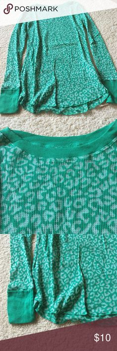 """NWT. Grane thermal top Green and white print. This a lightweight thermal. Wide banded cuffs. Slightly stretchy. 16"""" armpit to armpit. About 19"""" long from armpit and at lowest part of shirt. 58% cotton, 42% polyester. Not from a smoke free house. Grane Tops Tees - Long Sleeve"""