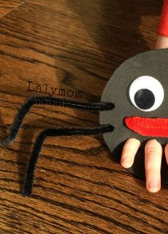 DIY spider hand puppet craft - a fun and messy project for kids to do at school or home AND learn the nursery rhyme. | kids learning activity